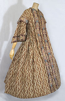 cotton-print-wrapper-with-pagoda-sleeves-c1865.jpg