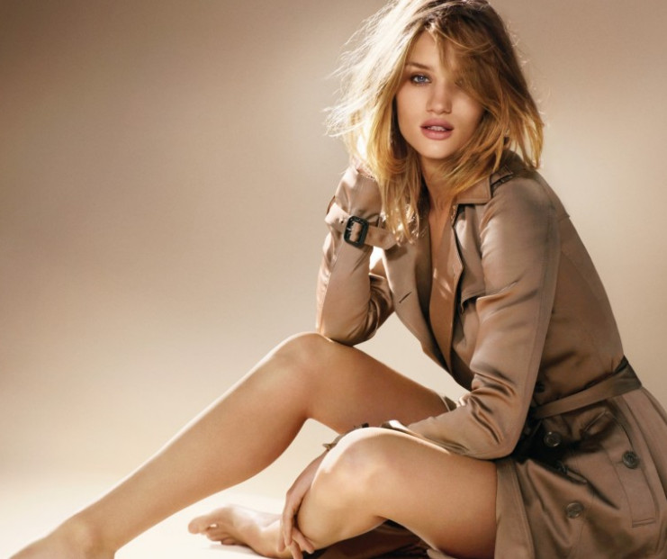 Rosie Huntington Whiteley prestigiou Burberry Body em Nova York