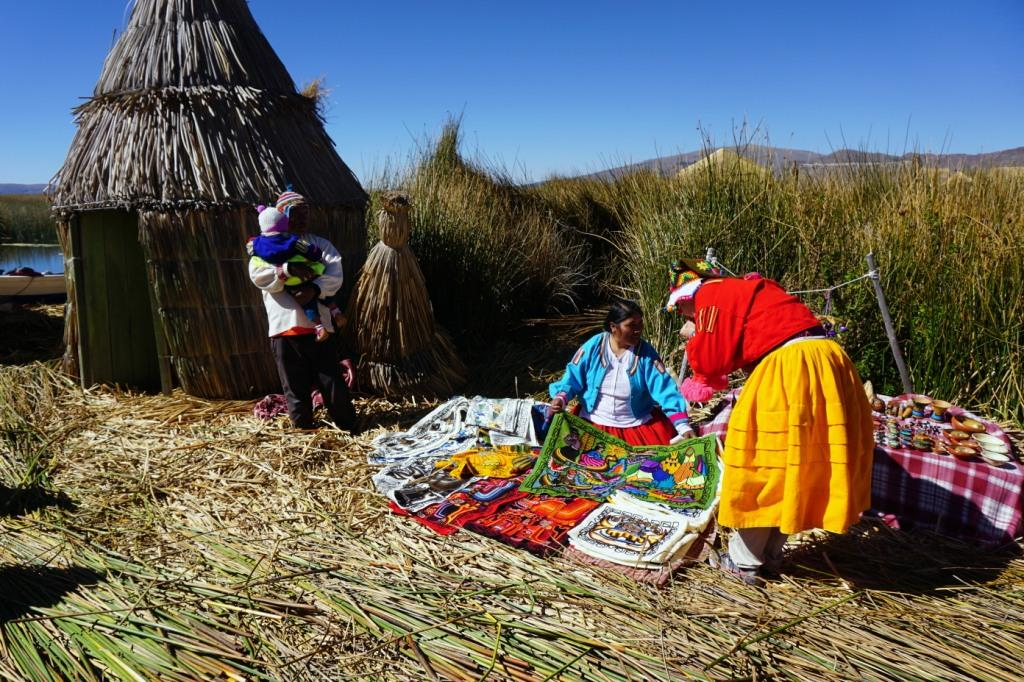 Peru-Floating-Islands-Shopping